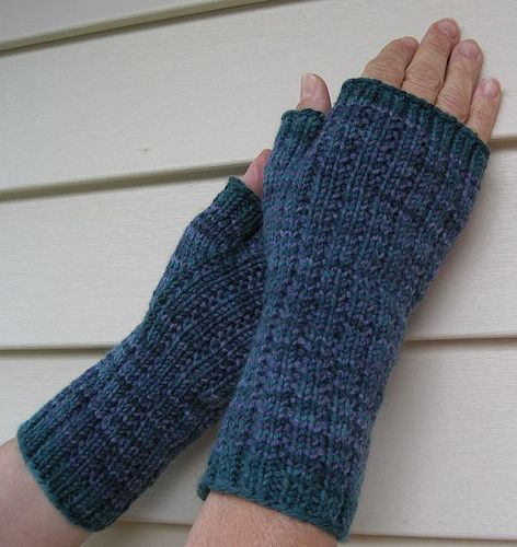 Knit Glove Pattern : 17 Best images about Knitted Gloves/Mittens on Pinterest Free pattern, Glov...