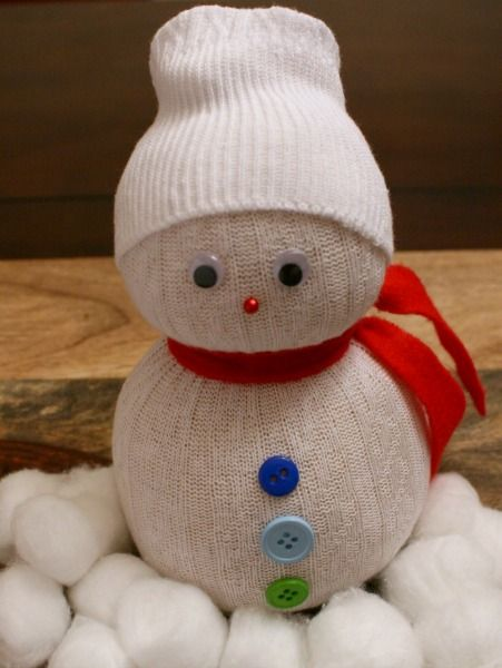 Super Easy Tutorial for Festive Sock Snowmen #Christmas #Craft! #DIY