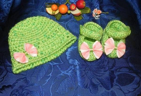 Ecco a voi un delizioso #cappellino e delle splendide #scarpette per far si che le vostre bimbe siano alla #moda fin da piccole, con un tocco di #handmade!   Li trovate qui: http://www.gianclmanufatti.com/#!scarpine-bimbobimba/c7g3