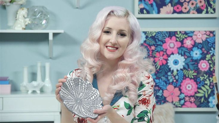 Make this vintage-inspired lace doily dish with ALB in Wonderland | DIY lace doily dish, DIY catch all dish, DIY decor accents, decor accents, vintage-inspired DIYs, vintage dishes, DIY, home decor, decor accents, jewelry dish, DIY jewelry holder, ALB in Wonderland, how to make a clay dish, clay dish DIY