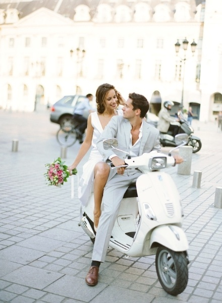 romantic-parisian-wedding-bouquet-moped what a classy couple!