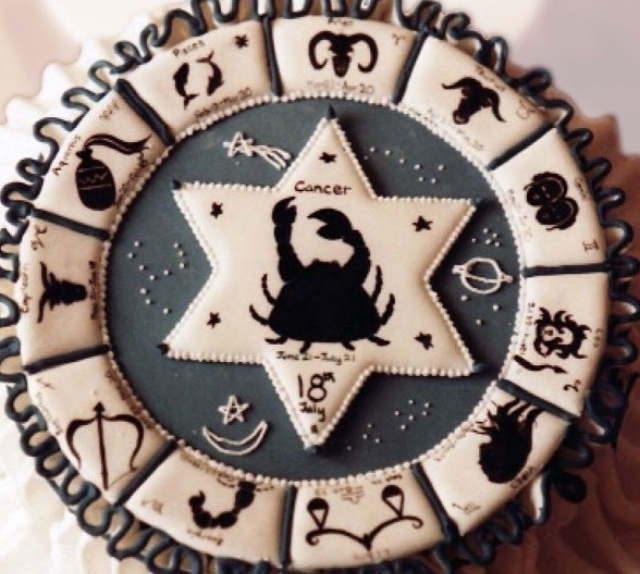 Zodiac cake <3 If this is made of ice cream then this wud b my dream cake