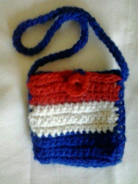 Carterita souvenir tejida a crochet. Colores de la bandera de Croacia, hecha de lana pura de oveja.