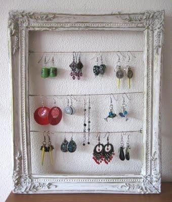earing organizer: Neat Idea, Diy'S Idea, Earrings Holders, Oorbellen Opbergen, Frames Earrings, Vintage Frames, Pictures Frames, Sweet Homes, Jewelry Organizations