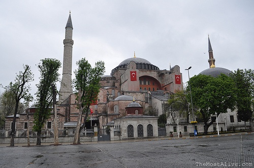 """ANY conversation I've had in the past with someone whose brains I've picked in regards to their experiences in Istanbul, definitely involved the mention of the Hagia Sofia and was usually described in the same breath as the words """"incredible"""",To know @ http://themostalive.com/9-reasons-why-i-guarantee-you-will-love-istanbul/"""