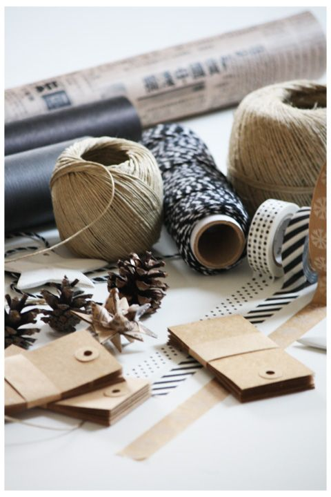 Kraft & Black Gift Wrap: Gift Wrapping Diy, Kraft Paper, Kraft Tags, Paper Gift, Christmas Gifts Wrapping, Washi Tape, Diy Wrapping Cards Tags, Twine Ribbon Thread Spools