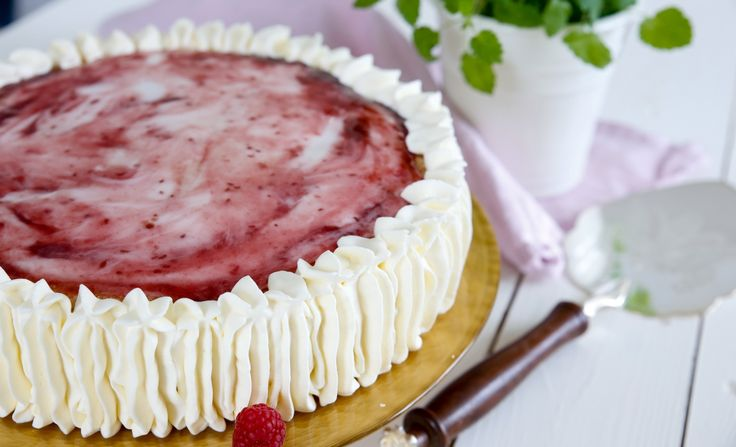 Napoleontårta med sockerkaksbottnar, underbart god hallontårta!