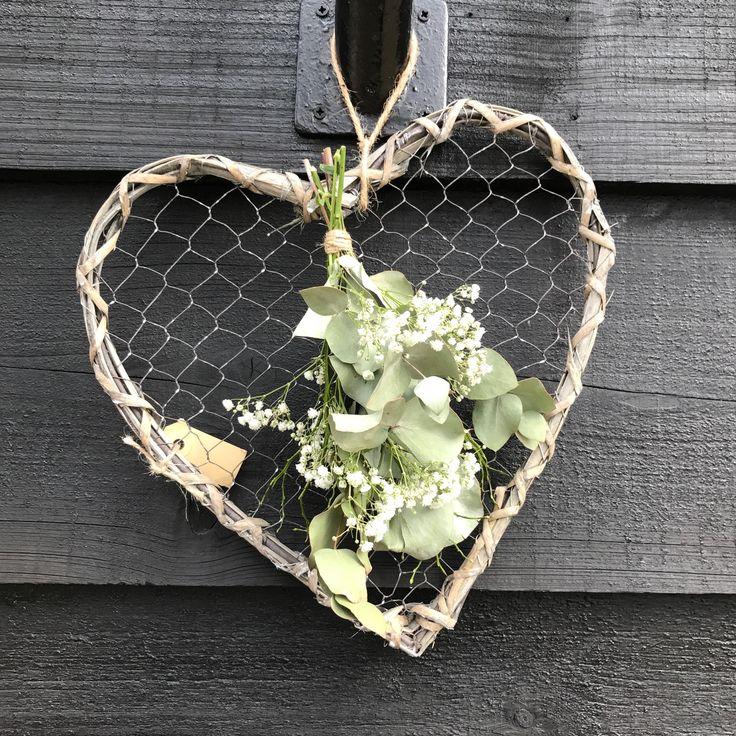 Hart van gaas en riet met toef van eucalyptus en gipskruid te verkrijgen op CreAnoeska.nl