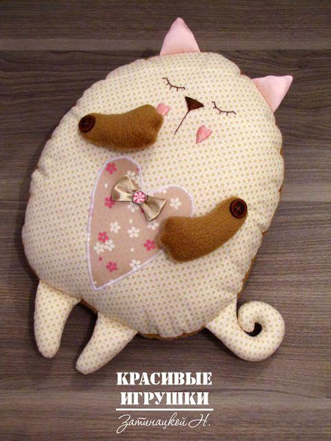 Cucito creativo: Cuscino a forma di gatto - Tutorial e Cartamodello.   Cucito Creativo - Tutorial gratuiti - Idee Creative - Uncinetto - Riciclo Creativo