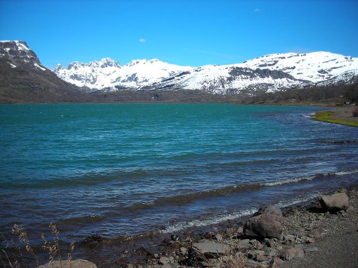 Laguna de Epulaufquen, #Neuquen #ArgentinaEsTuMundo #Blue #Colour #water  #mountain #Turismo  Más info en http://www.facebook.com/viajaportupais