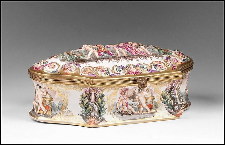 Capodimonte Bas Relief Jewelry Box or Casket - For sale on Ruby Lane #capodimonte