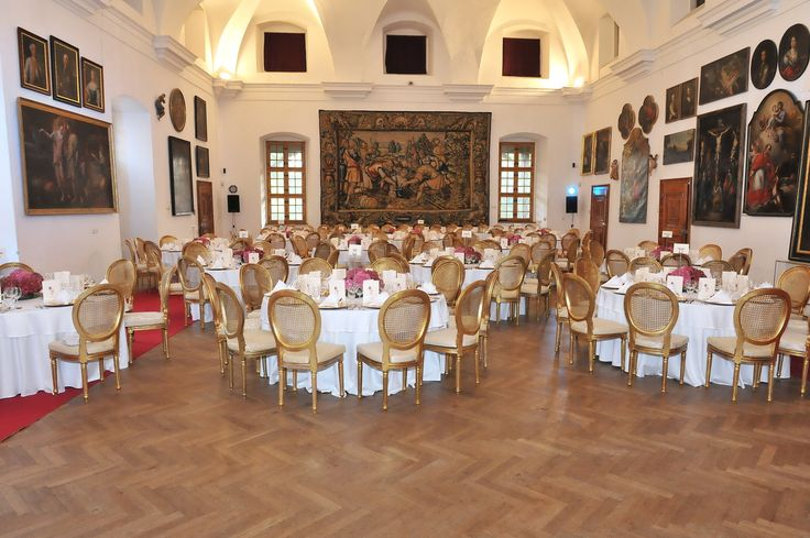 Nami organizované svadby v Bojniciach sú vždy na kľúč a presne podľa vašich požiadaviek. We organize weddings in our 4 star hotel as well as in Bojnice castle. Make your day really special! #weddingbojnice #wedding #slovakia #svadbabojnice #svadba