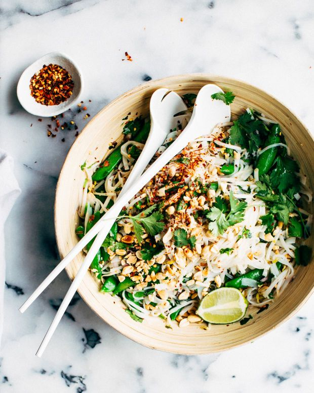Thai Noodle Salad with Sweet Chili Dressing | www.foodess.com