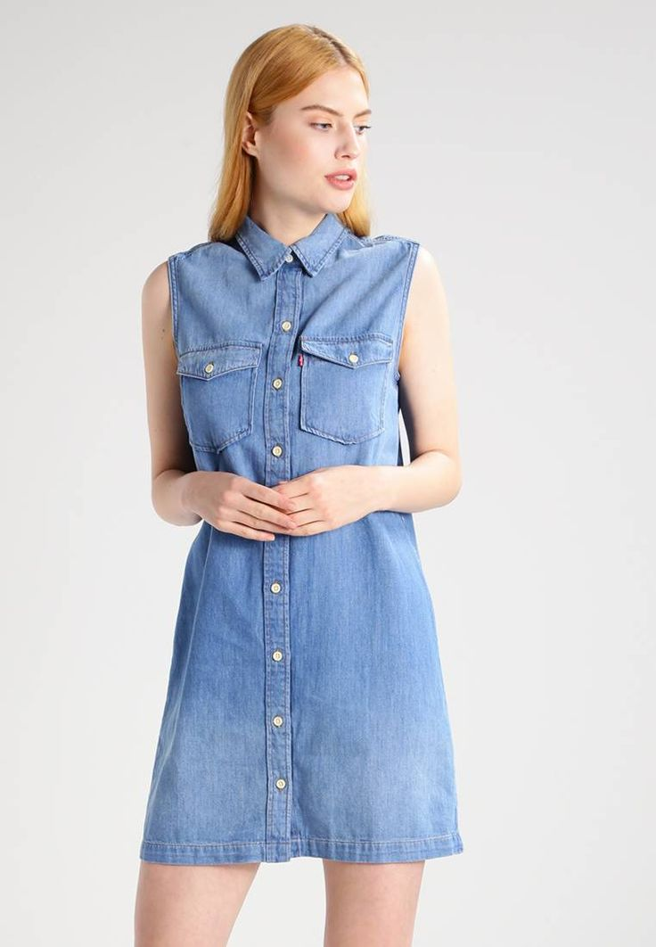 "Levi's®. 70S WESTERN - Denim dress - lithium blue. Fit:regular. Outer fabric material:80% cotton, 20% hemp. Our model's height:Our model is 69.5 "" tall and is wearing size S. Fastening:button. Length:short. Sleeve length:Extra short. Back width:14...."