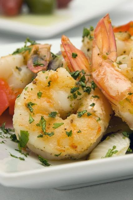 Weight Watchers Sauteed Shrimp ~ A delicious lemon-herb shrimp recipe from a recent WW meeting. 3 points per serving. This is great served over a bed of brown rice and with a side of WW Roasted Vegetables. YUM!