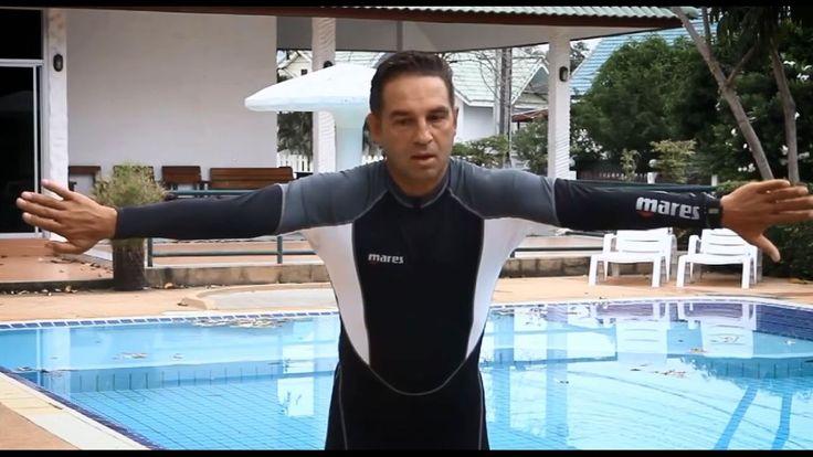 """Плавание брассом - ставлю технику гребка руками ученику - урок 2. Денис Тараканов 🏊 ссылка на видео: https://youtu.be/xcDuGMK-0WQ Видеокурс """"Как научиться плавать брассом"""" При плавании брассом гребок руками должен быть очень компактным - это главное правило, которое нужно запомнить новичкам. Об этом - наш видео урок  #ДенисТараканов #урокиплавания #плаваниебрассом"""