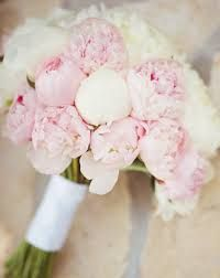 How lovely is this wedding bouquet