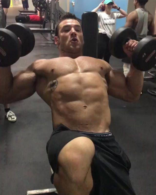 #آموزش پشت بازو چرخشی روی میز بالا سینه @big_body_fraz . جهت دیدن بهترین پست های بدنسازی مارا دنبال کنید. #انگیزه @Lian_fitnesss . #lian #fitness #lian_fitness #bodybuilding #workout #motivation #lian_fitness  #fitness_training #workout_training #bodybuiling_training #fitness_video #bodybuilding_video #workout_video #motivation_video #بدنسازی #برنامه #لذت_بدنسازی #انگیزه #انگیزش #لیان #ورزش #رژیم #غذاهای_سالم #حرکات_بدنسازی