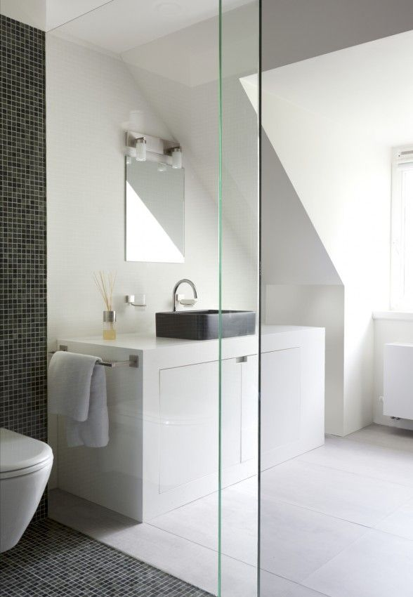 white with black basin + tiles © Remy Meijers
