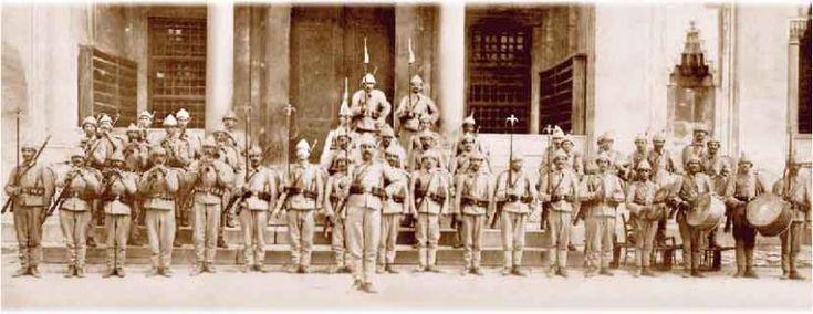Mehterhane 1826'da kaldırılarak yerine Avrupai bandolar kuruldu ve Mehteran bölüğü kaybolup gitti. Sonradan 1914 yılında Türkçülük akımının kuvvetlenmesi üzerine Enver Paşa'nın emriyle Mehteran-ı Hakaniye adıyla yeniden kuruldu ve askeri müzeye bağlandı.