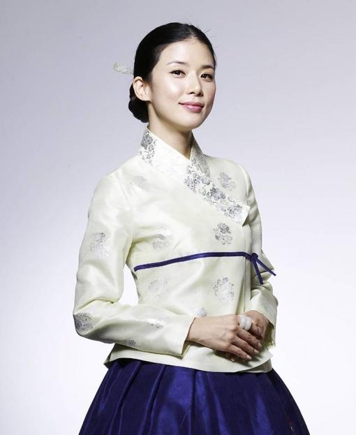korean actress leeboyoung in modernized hanbok #hanbok