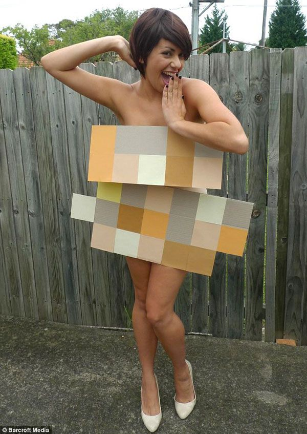 In Australia, A Woman Dressed Up In A Different Costume Every Day For A Year - DesignTAXI.com