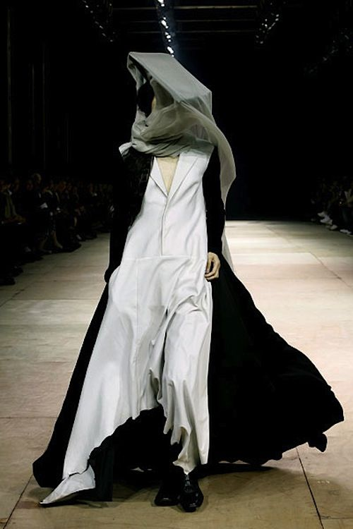 supermodelgif:    Yohji Yamamoto F/W 08