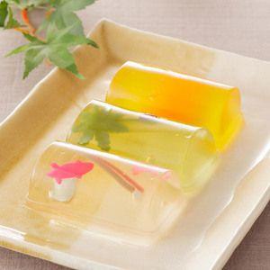可愛らしい金魚、涼しげなフルーツゼリーなど、いろいろな味を。【夏すがた詰合せ 9個入】