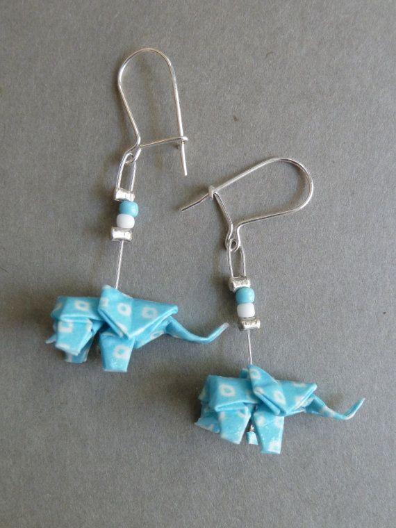 Boucles d'oreilles en origami éléphant bleu et par ClairesOrigami