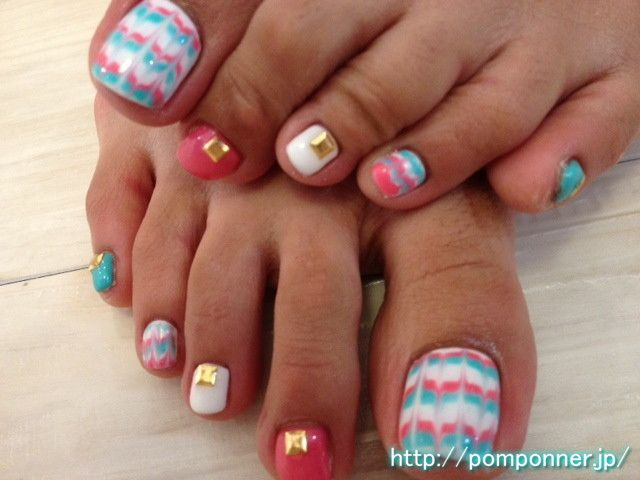 Peacock foot nail art of vivid color    ビビットなカラーのピーコックフットネイル    nailsalon pomponner