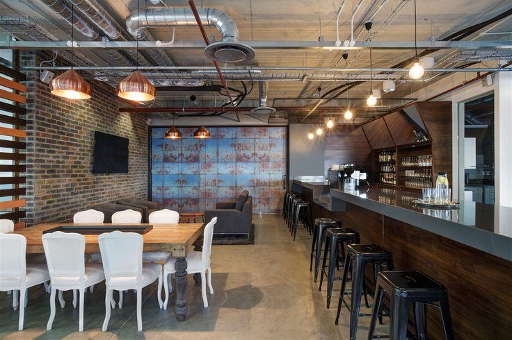 Bar & pause area