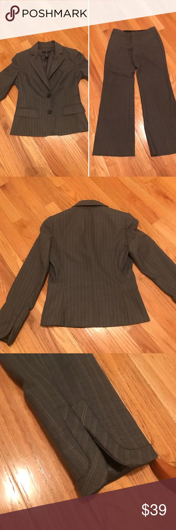 Women's Banana Republic Petite Suit:Jacket & Pants In excellent condition Non smoking home Measurements shown in pictures Gray with pin stripes Pants and jacket: 79% polyester, 18% rayon, 3% spandex (machine wash) Jacket lining: 100% acetate (machine wash) *** note the pants are 00P and jacket 0P Banana Republic Jackets & Coats Blazers