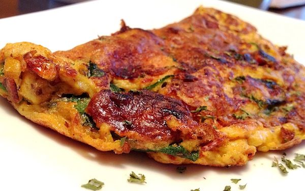 Healthy Omelet Recipe with Spinach and Sun-Dried Tomatoes. Could substitute roasted red peppers for the tomatoes if desired