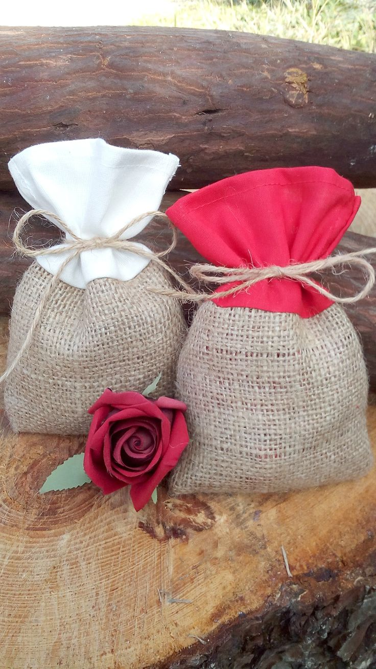 "Handmade Burlap and Cotton Favor Bags - Set of 25    So Elegant and Unique a must have this season.    Decorate your wedding day with our elegant yet rustic favor bags. Enhancing your rustic themed occasion. Burlap is durable and has so many uses.    They make cute storage bags for your jewelry, make up, candy, potpourri etc.    The perfect way to thank and show your appreciation for joining in your special celebration and having a keep sake from your special day.    Each bag is 4"" x 6"" (10…"