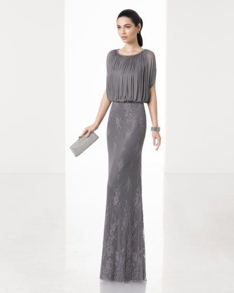 Vestido largo silueta con cuerpo de muselina de seda y falda de encaje, con manga caída, en color humo, marino y acero.