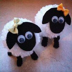 Pompom-Schafe. Sie sind eines meiner Bastelangebote auf dem kreativen Frühlings