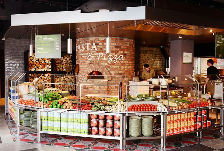 La Place introduceert in Leiden een geheel nieuw productaanbod, gepresenteerd in verschillende werelden. Zoals van dagelijks huisgemaakte verse #pasta's, versgemaakte burgers uit de eigen slagerij, vlees van de Japanse #robata houtskool grill, Brusselse #wafels en Parijse #crêpes. Deze laatste worden voor de ogen van de gast bereid met huisgedraaid ijs en vers fruit. Ook zijn er handgemaakte taartjes met roomboter en vers fruit.