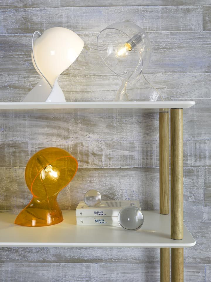 La lámpara LT 4217 de sobremesa, tiene esa particularidad que nos recuerda al estilo retro. ¡Ideal para nostálgicos! Combínala con muebles actuales y el efecto será ¡espectacular! #decoracion #DugarHome #hogar #lamparas #iluminacion #retro