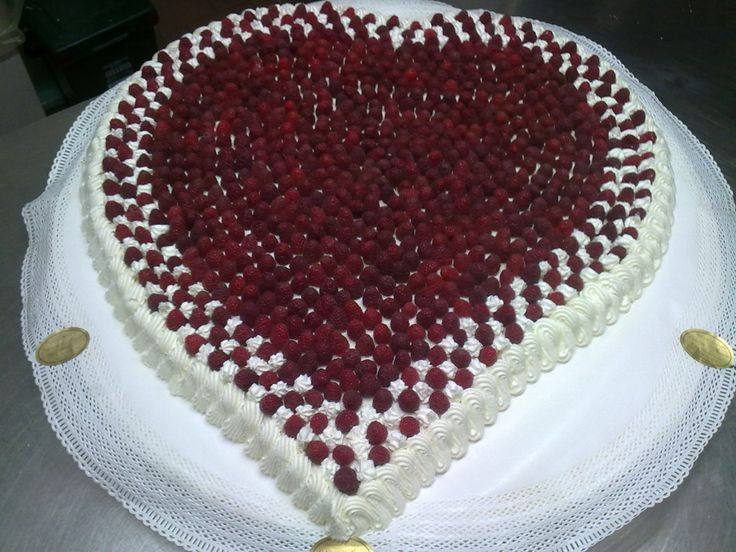 Cuore di panna e lamponi Buon San Valentino a tutti