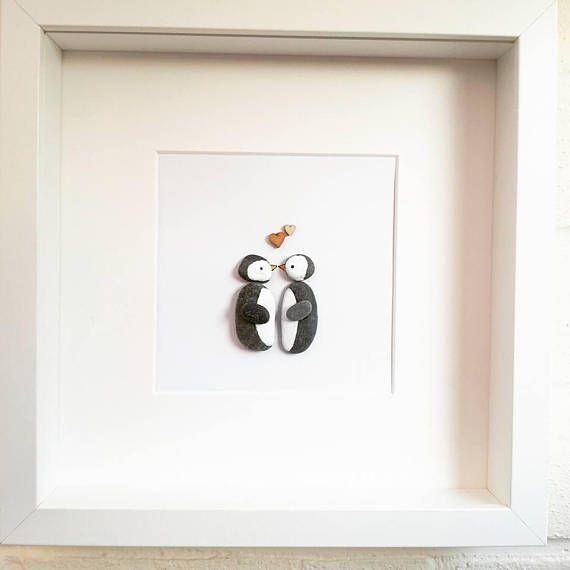 Kiesel-Kunst-Bild-Pinguin, der den Jahrestag des Paar-Valentinstags-Hochzeits-Ve…