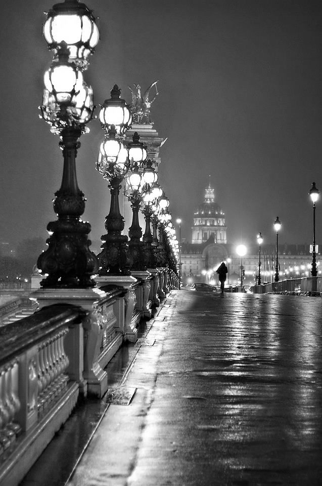 Pont d'Alexandre and its beautiful lanterns. So great, even in black and white