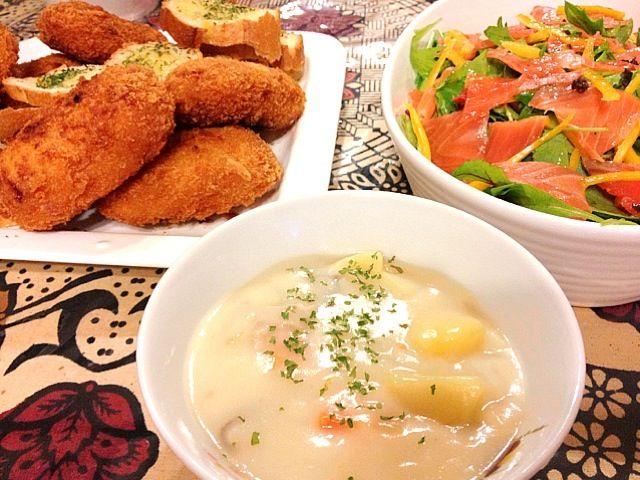 シチューをみる度に食べたい!!と思っていたのをやっと実現♫ - 19件のもぐもぐ - シチュー♫ガーリックフランス、サーモンサラダ、コロッケ♫ by Konoha