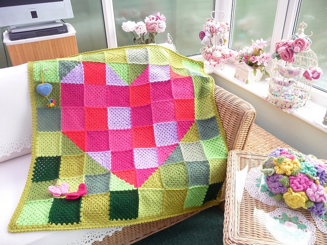 Copertine ad Uncinetto: blanket crochet--The site is not in English, I just thought the pic was a great idea for a baby blanket.