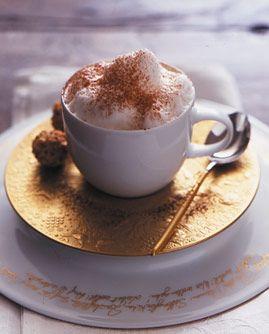Baileys-Cappuccino - Kaffee: Getränke mit und ohne Alkohol - [LIVING AT HOME]