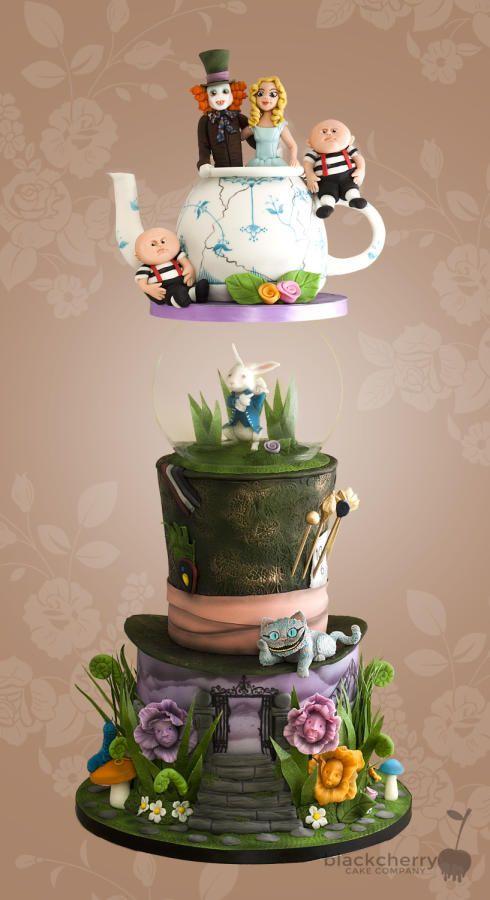 Tim Burton Alice in Wonderland Cake by Little Cherry