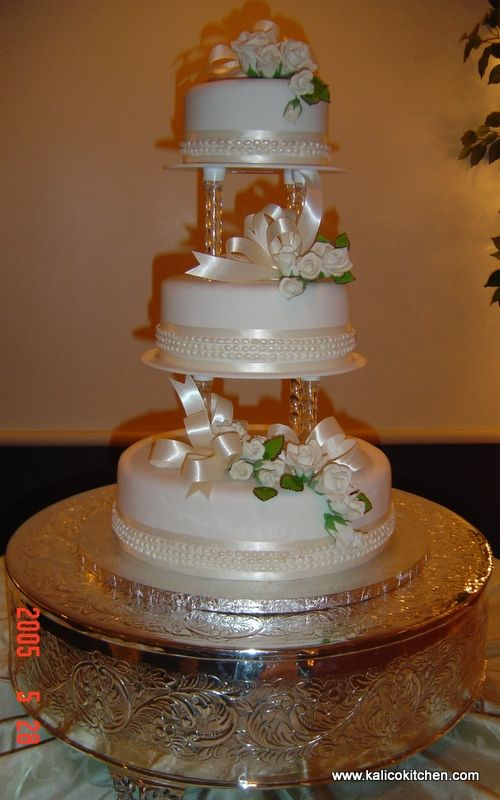 wedding cakes with pillars and flowers the clear columns needs purple ribbon and more icing 26078