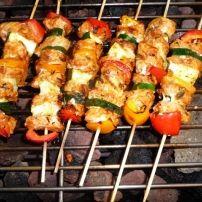 Een heerlijke marinade voor kip, speklapjes of ander varkensvlees met de typische Mediterrane kruiden zoals rozemarijn, tijm en oregano. Ik heb verse kruiden...