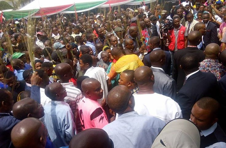 Itoro BASSEY  It was a major setback for the All Progressives Congress (APC) yesterday when some stalwarts of the party and their supporters totaling 860 in Nsit Ubium local government area of Akwa Ibom State moved to the Peoples Democratic Party (PDP) amidst jubilations.  Looking at the faces of the defectors at the residence of the political leader of Nsit Ubium Senator Effiong Bob venue of the defection party it would appear as though their idea of El Dorado in the APC was a mirage.  The…