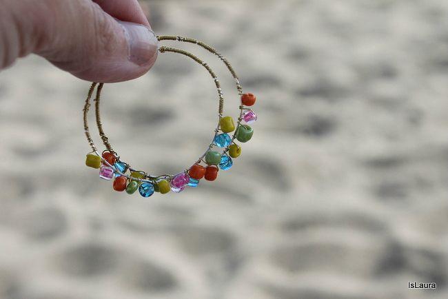 Facili orecchini con filo metallico e perline