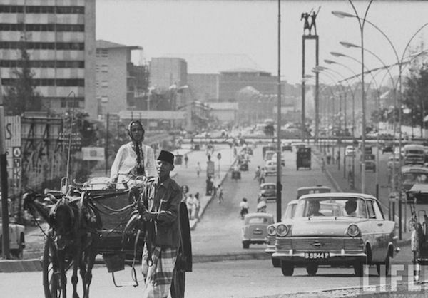 Jl. Sudirman in 1968 with the Hotel Indonesia traffic Circle (Bundaran HI), the Welcome Statue, a bit of Hotel Indonesia seen on the left as well as the old UN building in the background on the left.